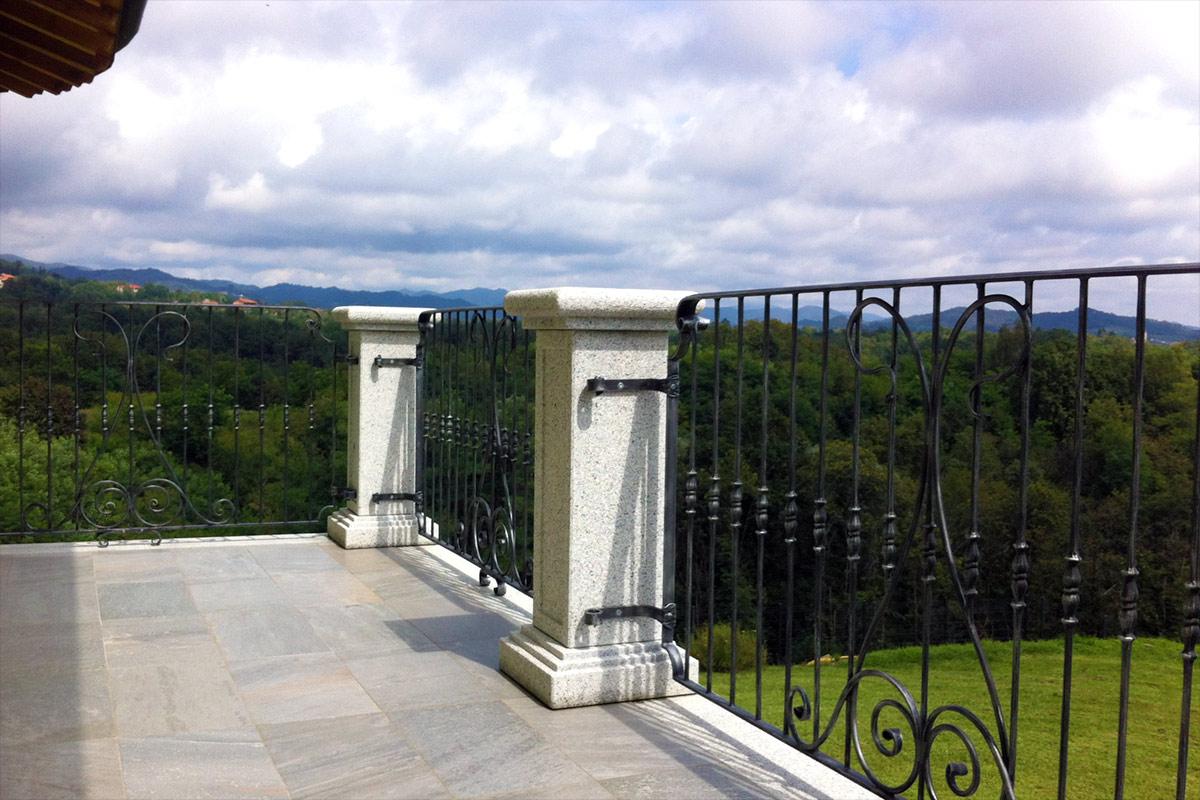 Mensole e balconi in granito e serizzo scur diego